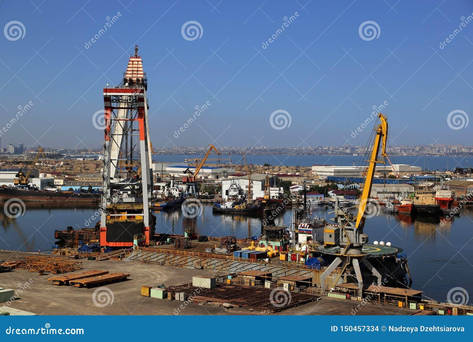 Ideia da jarda de reparo do porto e de navio
