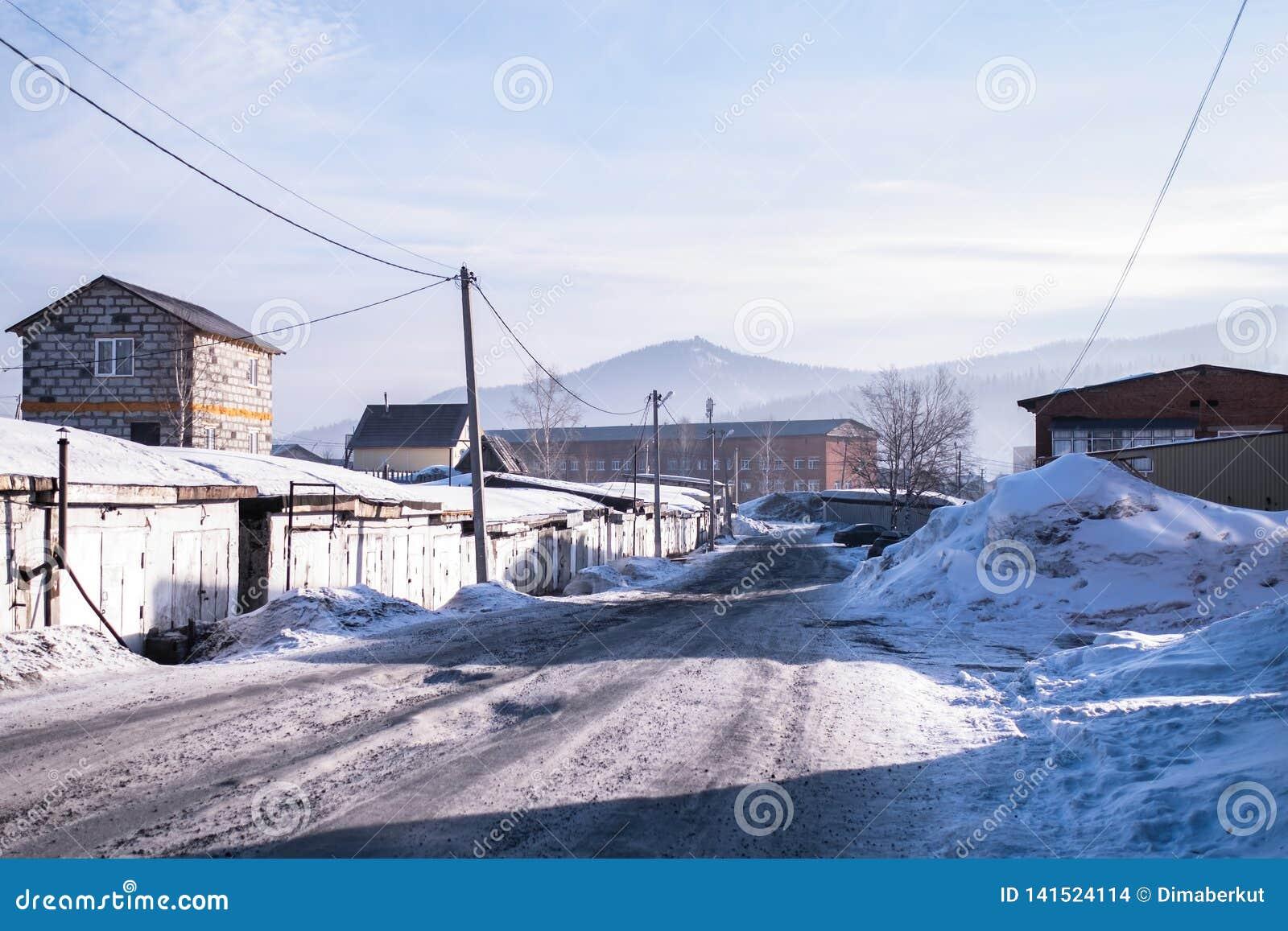 Ideia da localidade urbana de Sheregesh na montanha Shoria, Sibéria - Rússia Curso