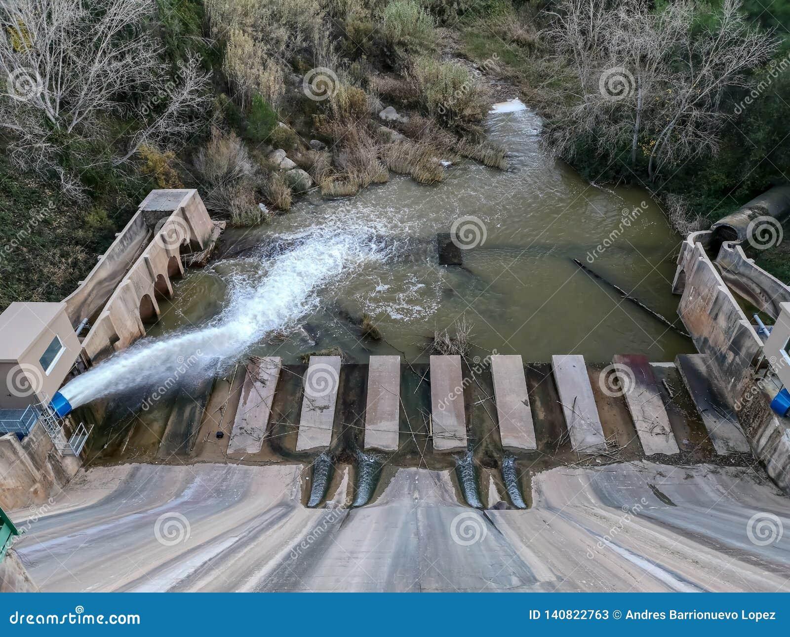 Ideia da parte mais inferior da represa de Regajo