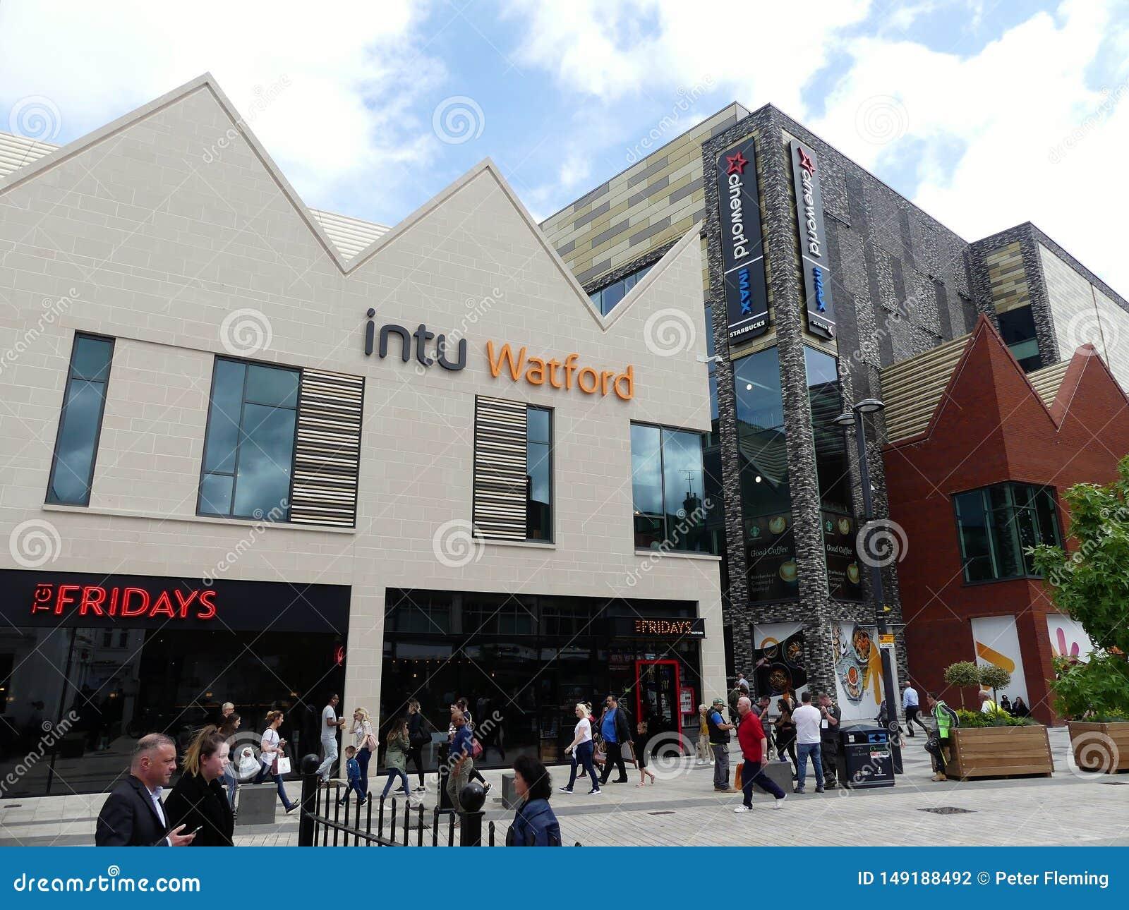 Ideia da parte nova do centro de compra do intu em Watford