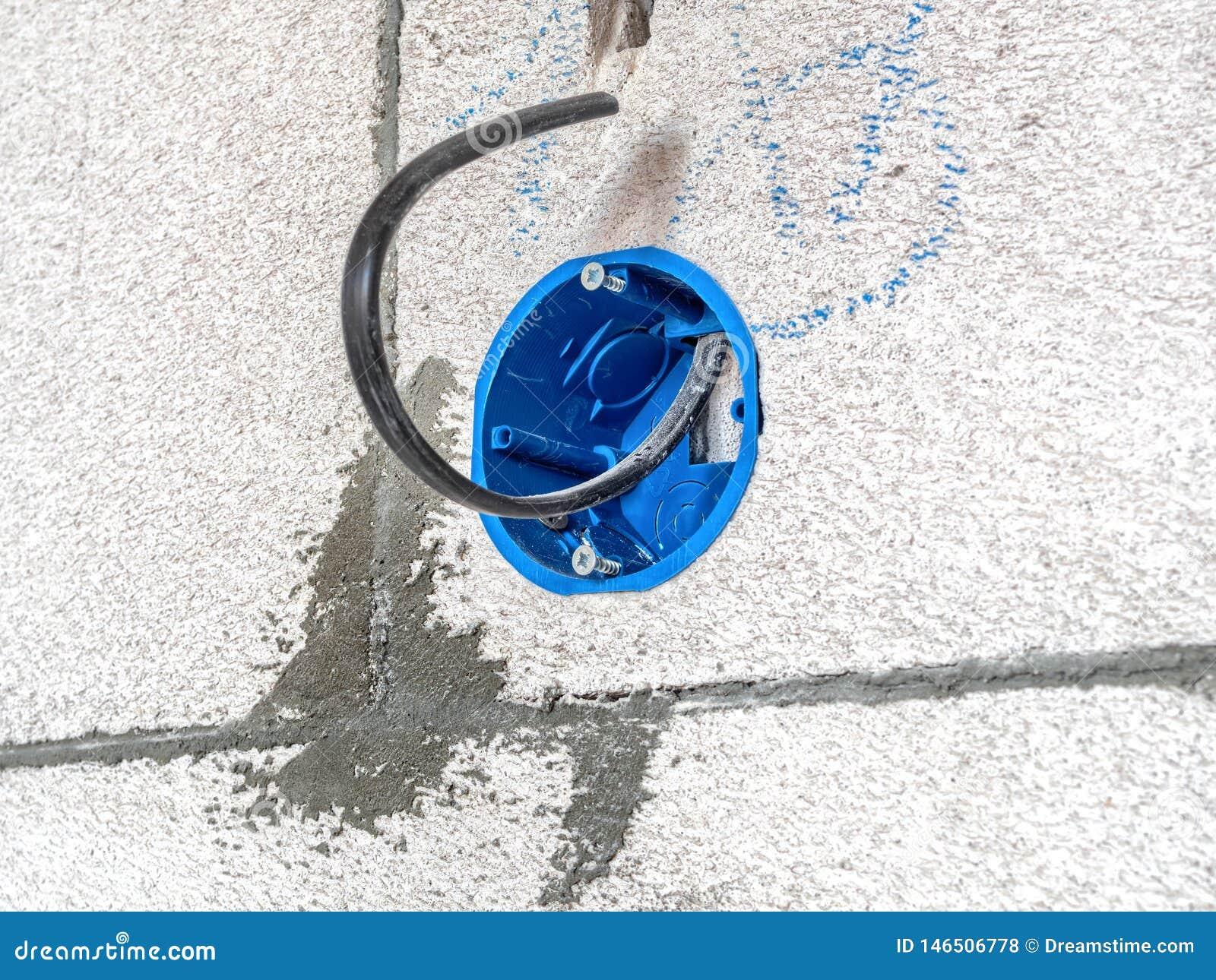 Ideia do close up do furo elétrico do soquete da instalação