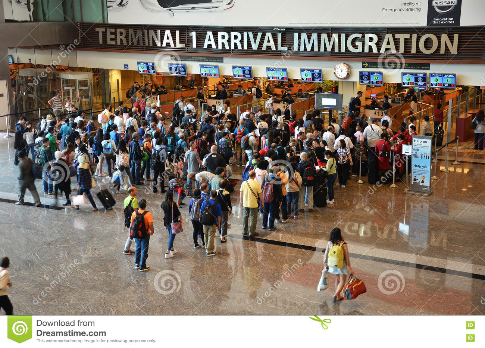 Ideia do controle da imigração no aeroporto internacional de Changi em S