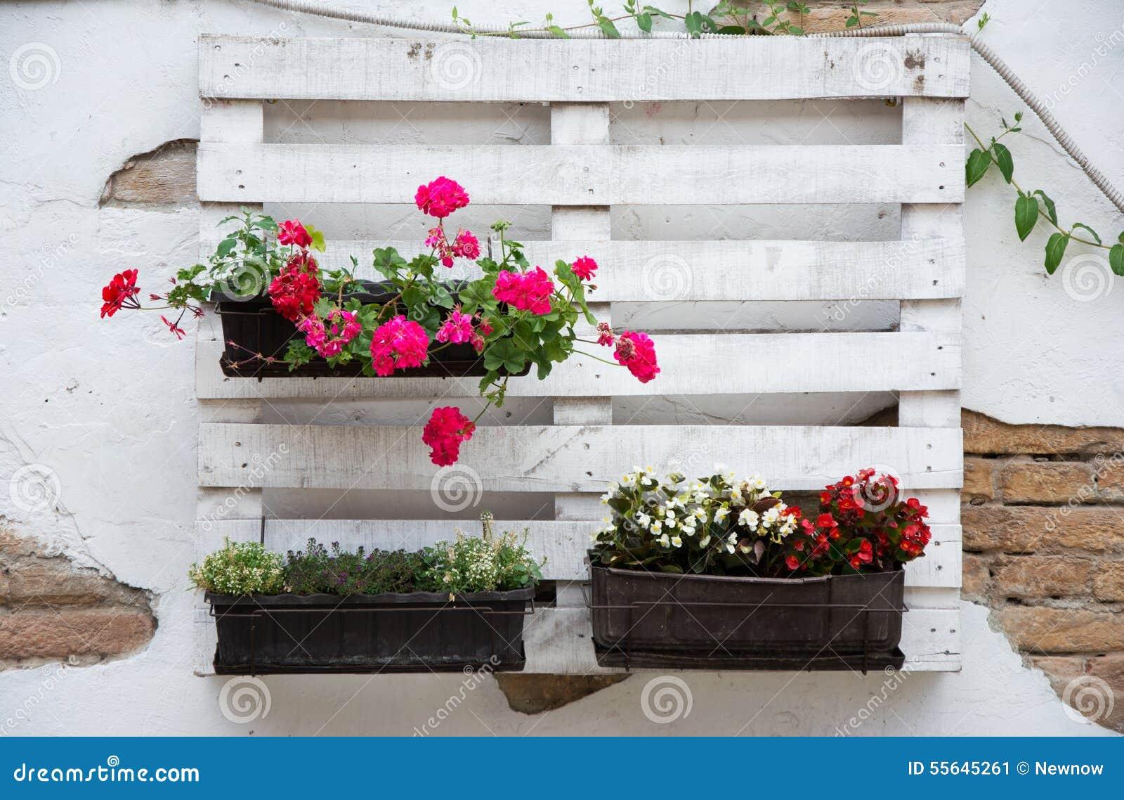 Ideias Da Pálete Para Jardinar Foto de Stock Imagem: 55645261 #BB1034 1300x942