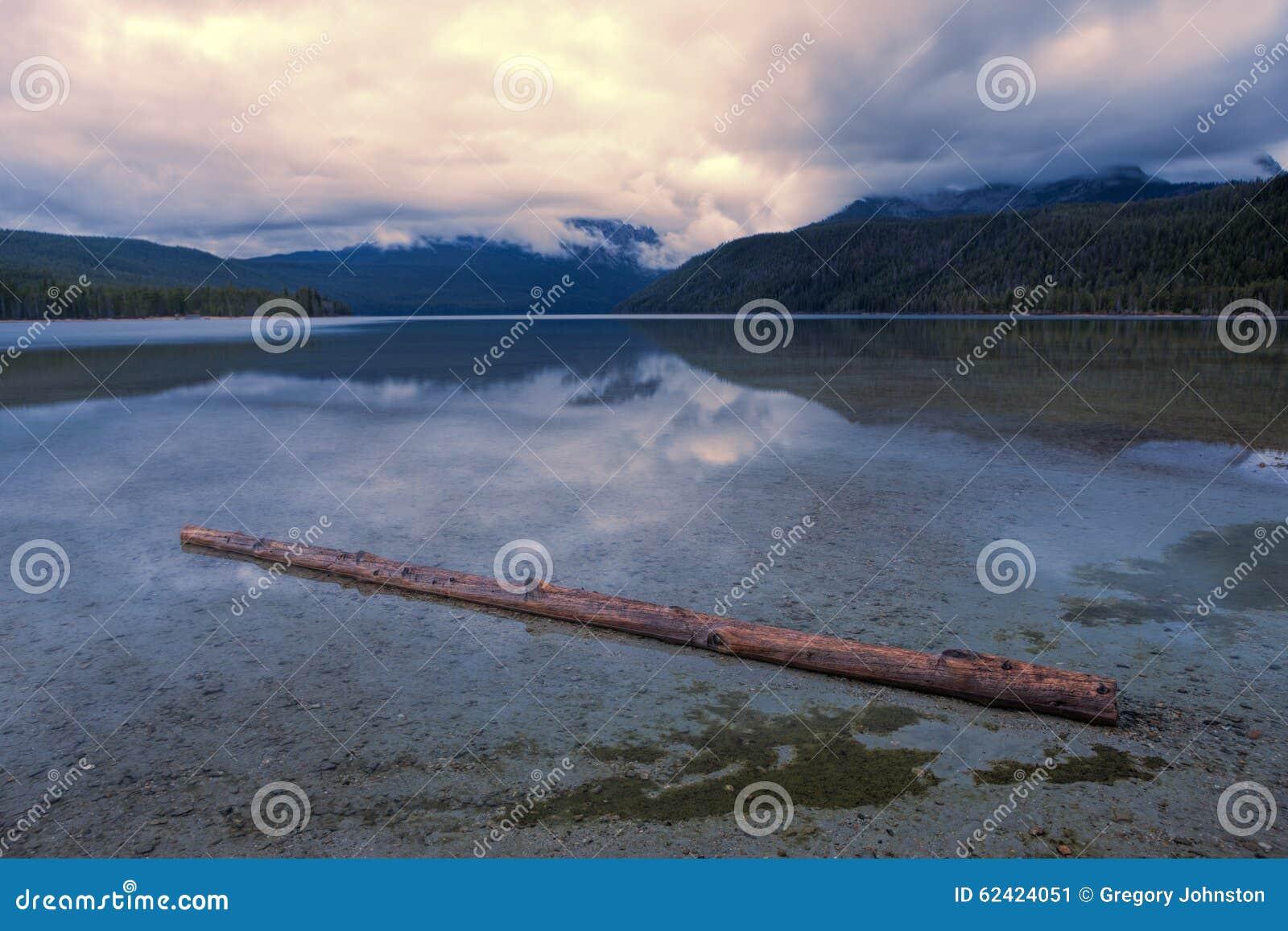 Identifiez-vous le lac peu profond