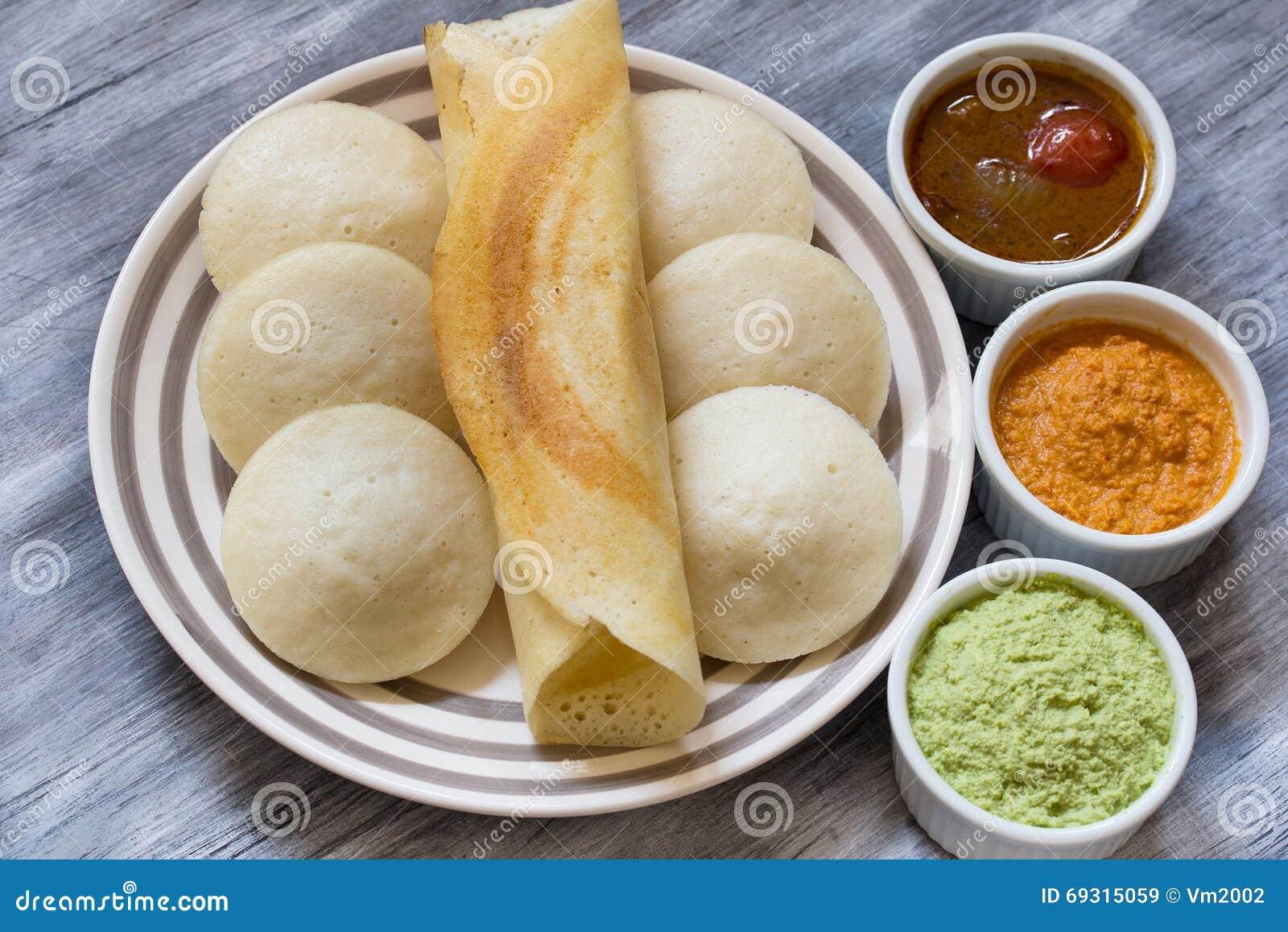 Idli och Dosa med chutney och sambaren