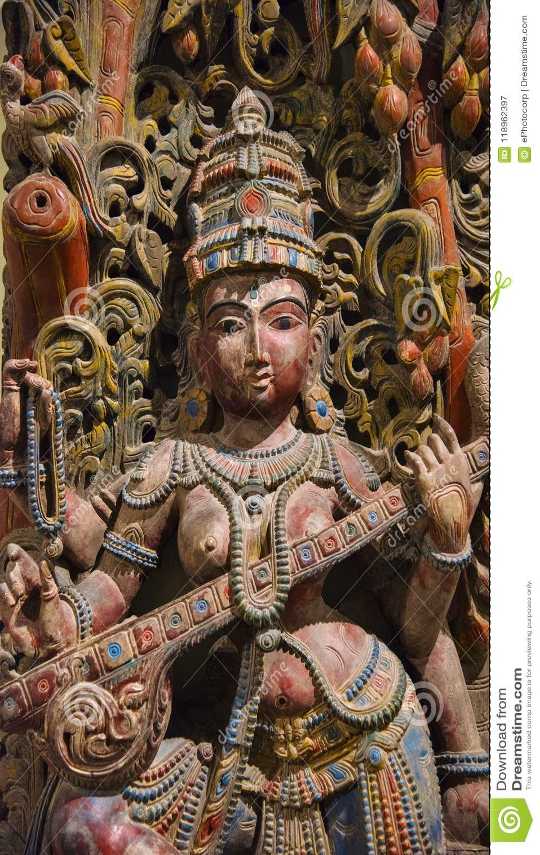 Idole en bois de déesse Saraswati, Egmore, Chennai, Inde Situé au musée de gouvernement ou au musée de Madras