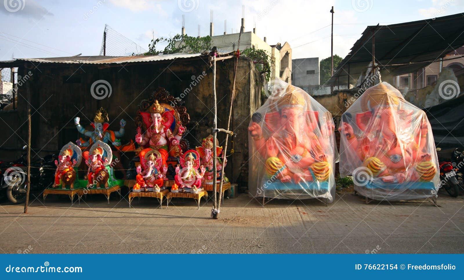 Idoles de Ganesh prêts pour la vente
