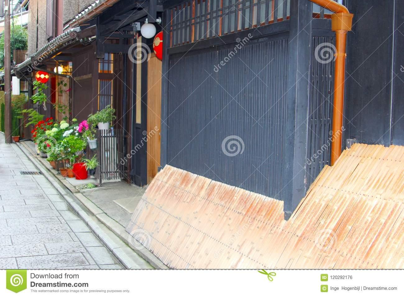 Idyllic Old Street Wooden Houses Flowers Gion Kyoto Japan Stock