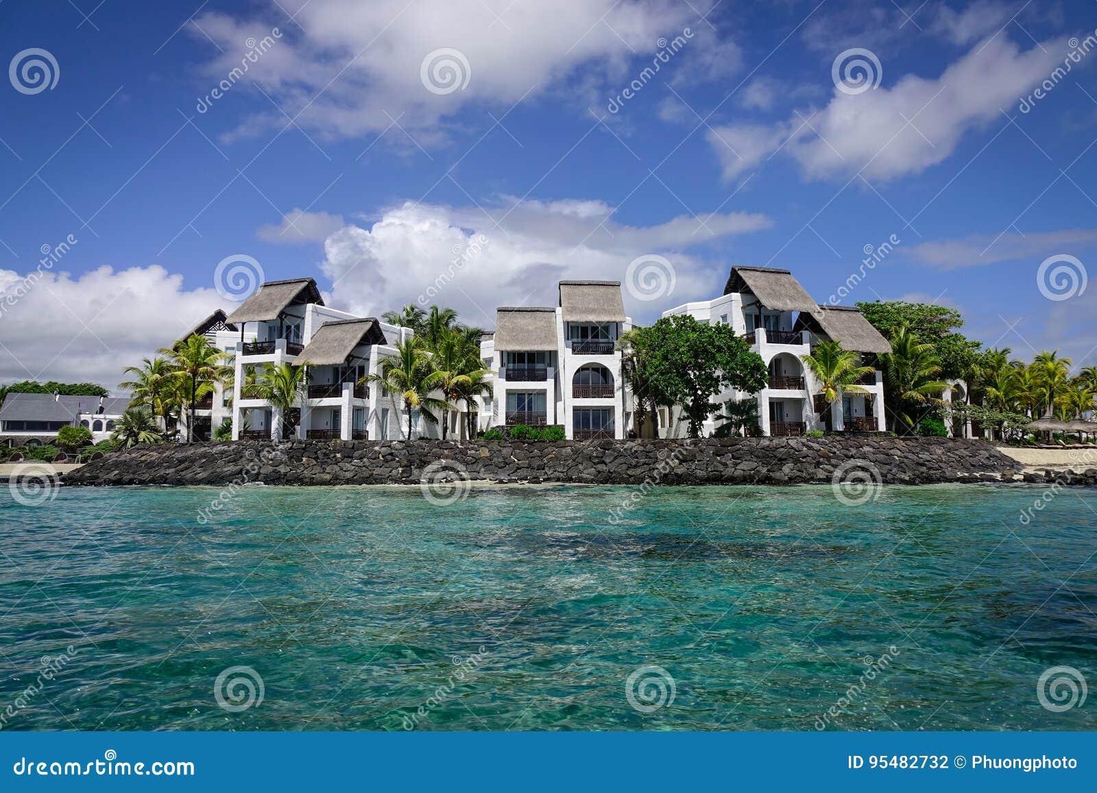 Idylliczna tropikalna morza i turkusu woda