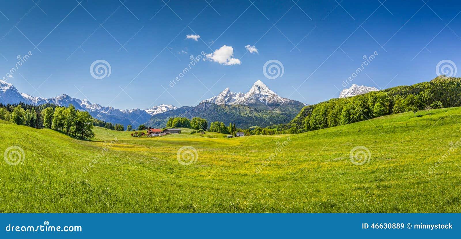 Idylliczny lato krajobraz w Alps