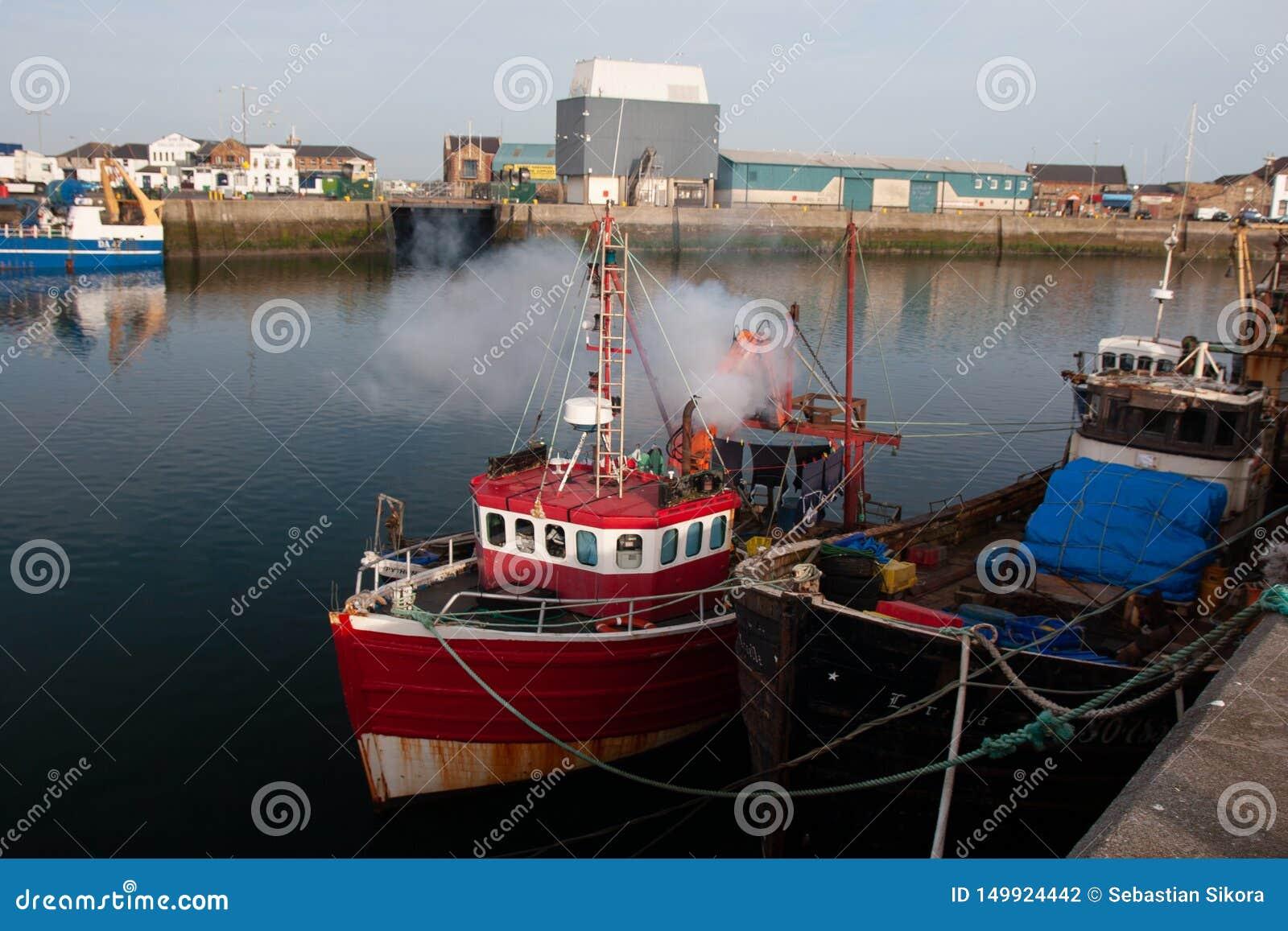Ierse vissersboten in Haven van Howth, Provincie Leinster Dublin Ireland