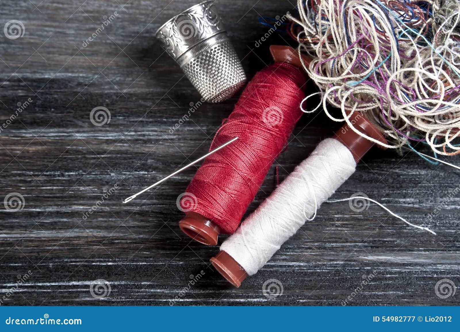 Igieł nożyc szwalna cewy tekstury nić threaded narzędzia
