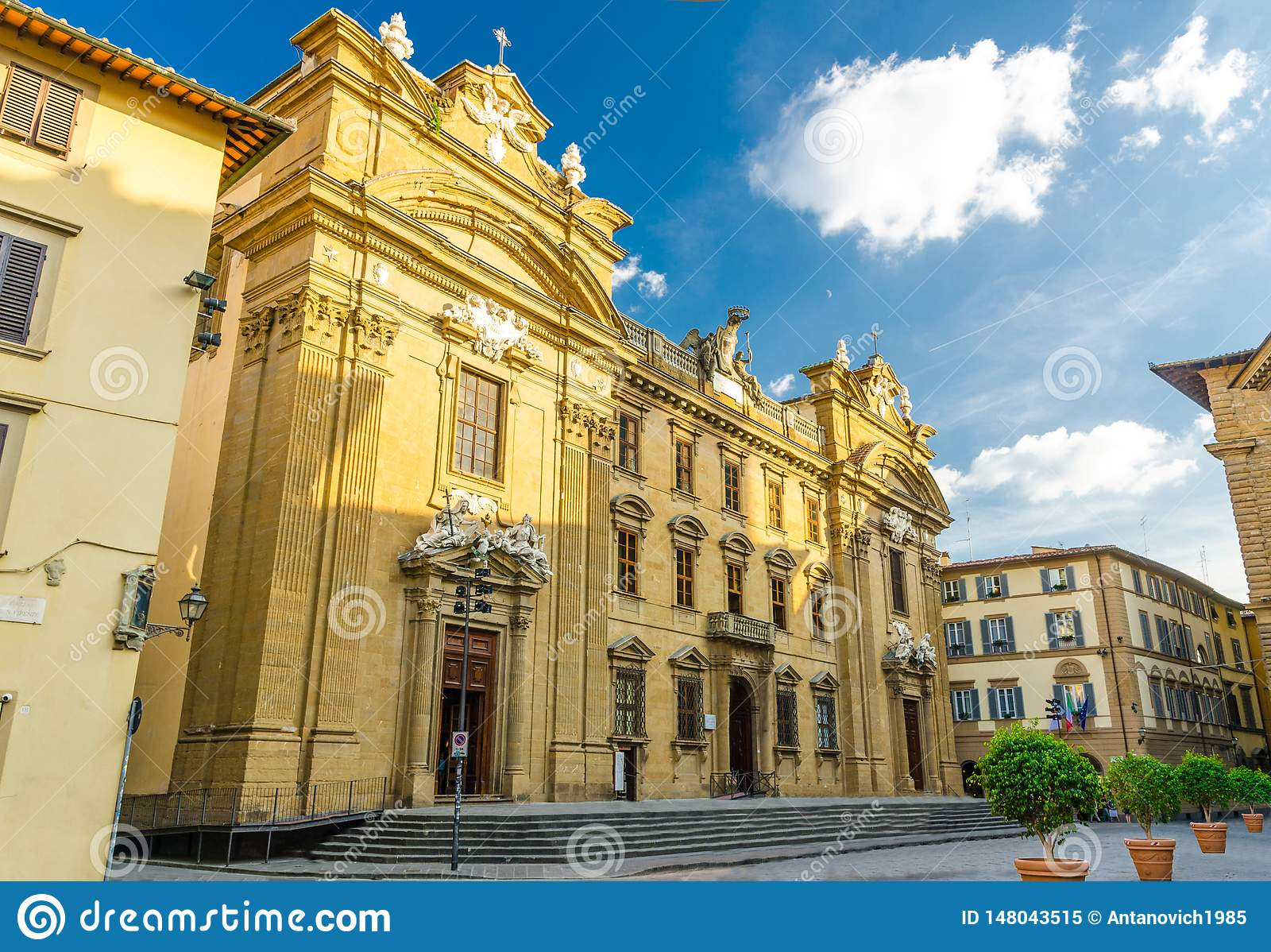 Iglesia católica de Complesso di San Firenze Chiesa San Filippo Neri en el cuadrado de Piazza di San Firenze en el centro históri