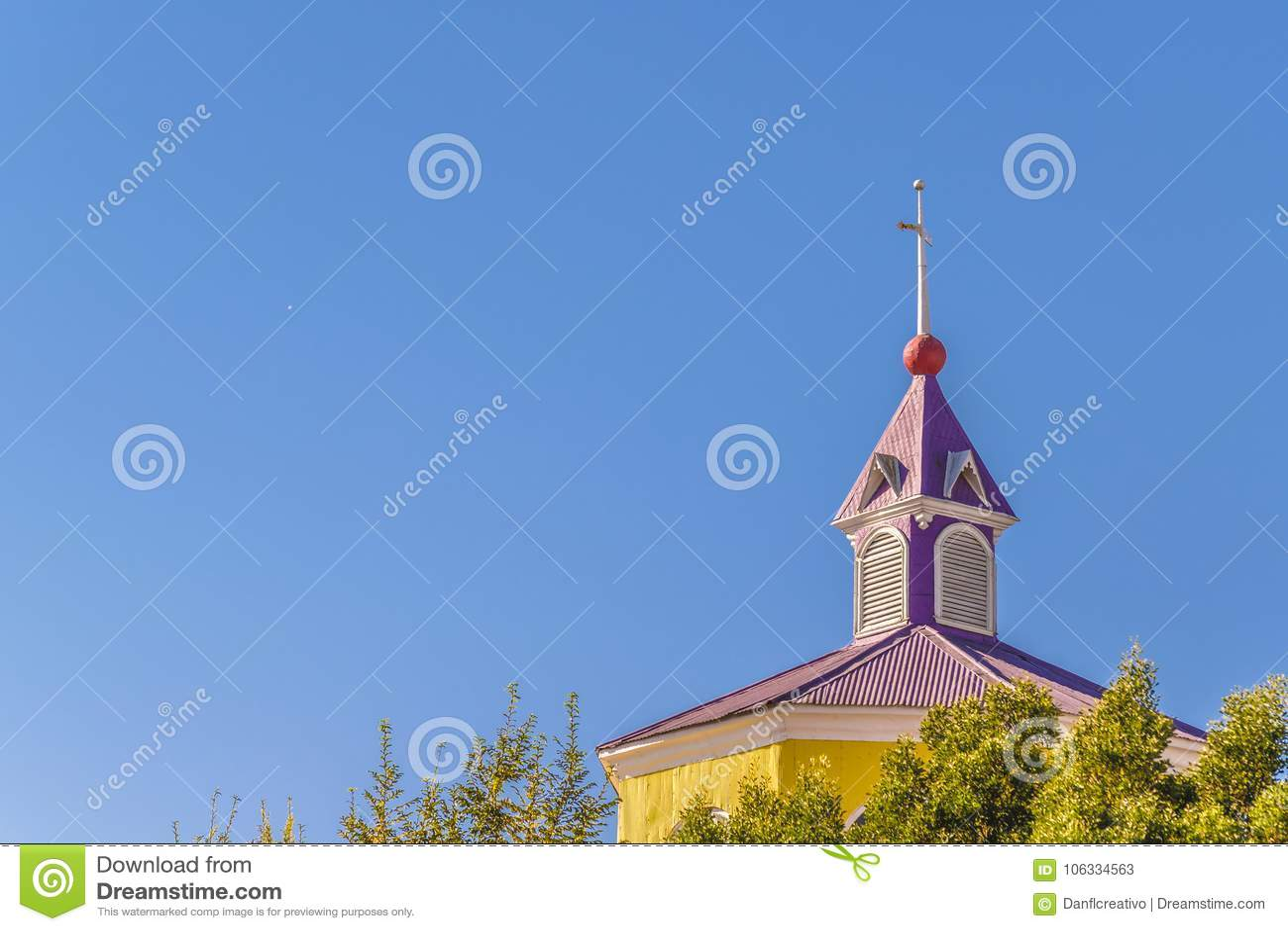 Iglesia Católica De Madera, Isla De Chiloe, Chile Imagen de archivo ...