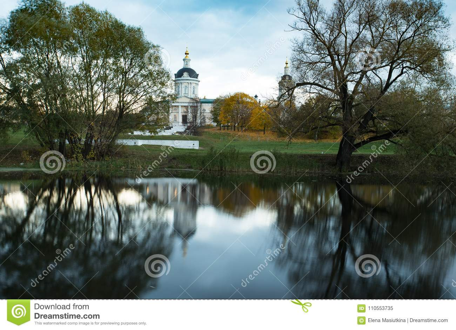 Iglesia de la reflexión de Michael Archangel By River With