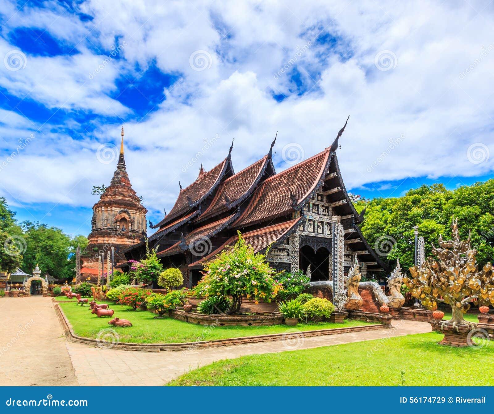 Iglesia de madera vieja en Wat Lok Molee