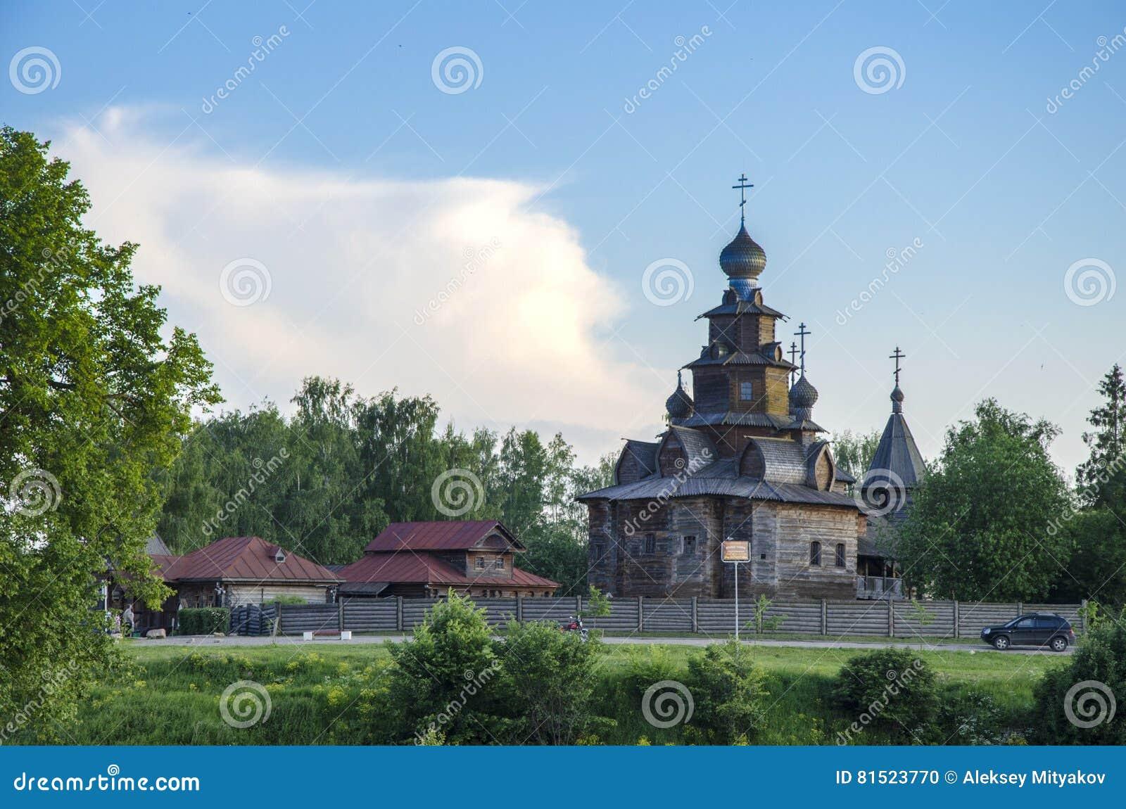 Iglesia en el museo de suzdal de la arquitectura de madera for Arquitectura de madera