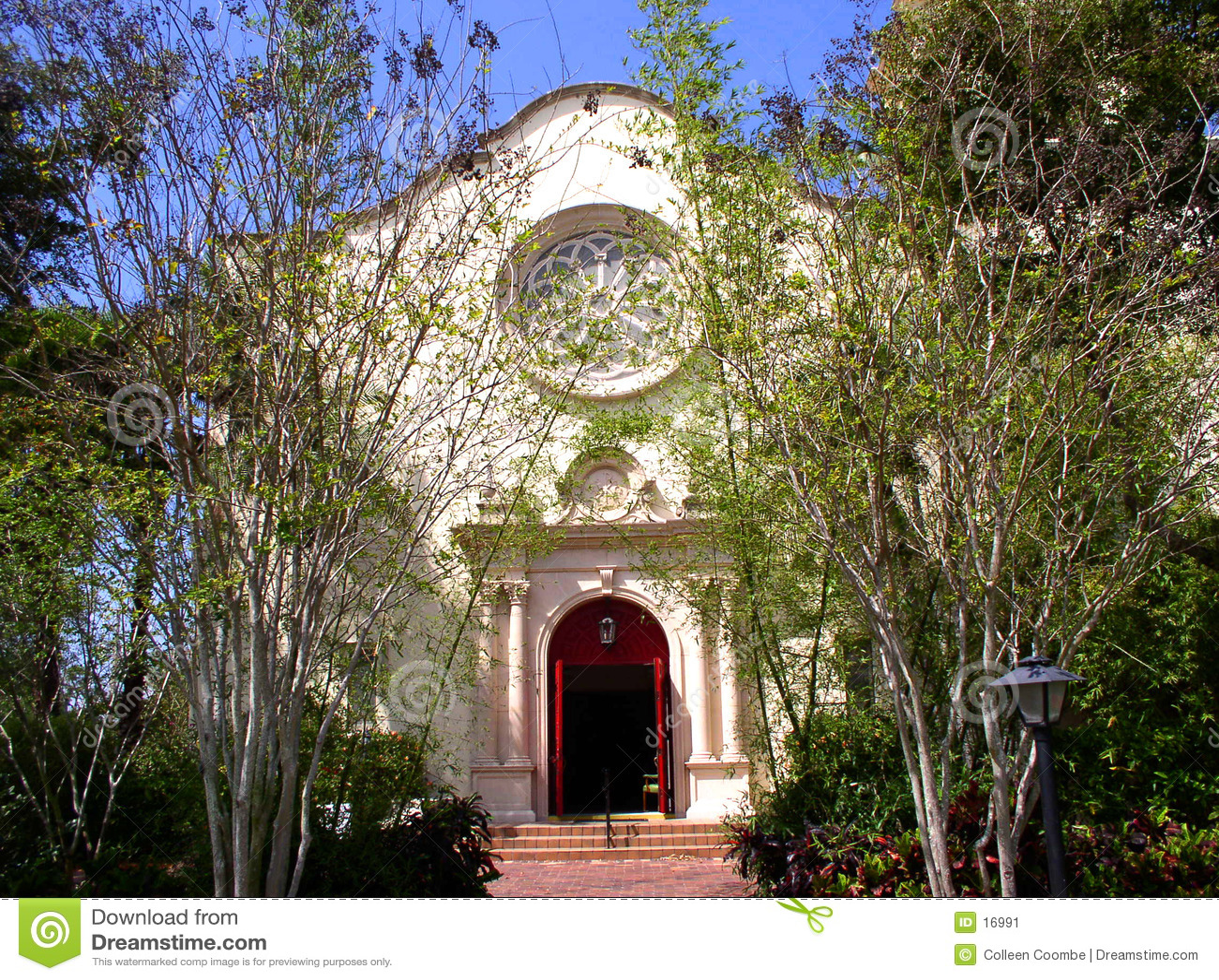 Iglesia en primavera