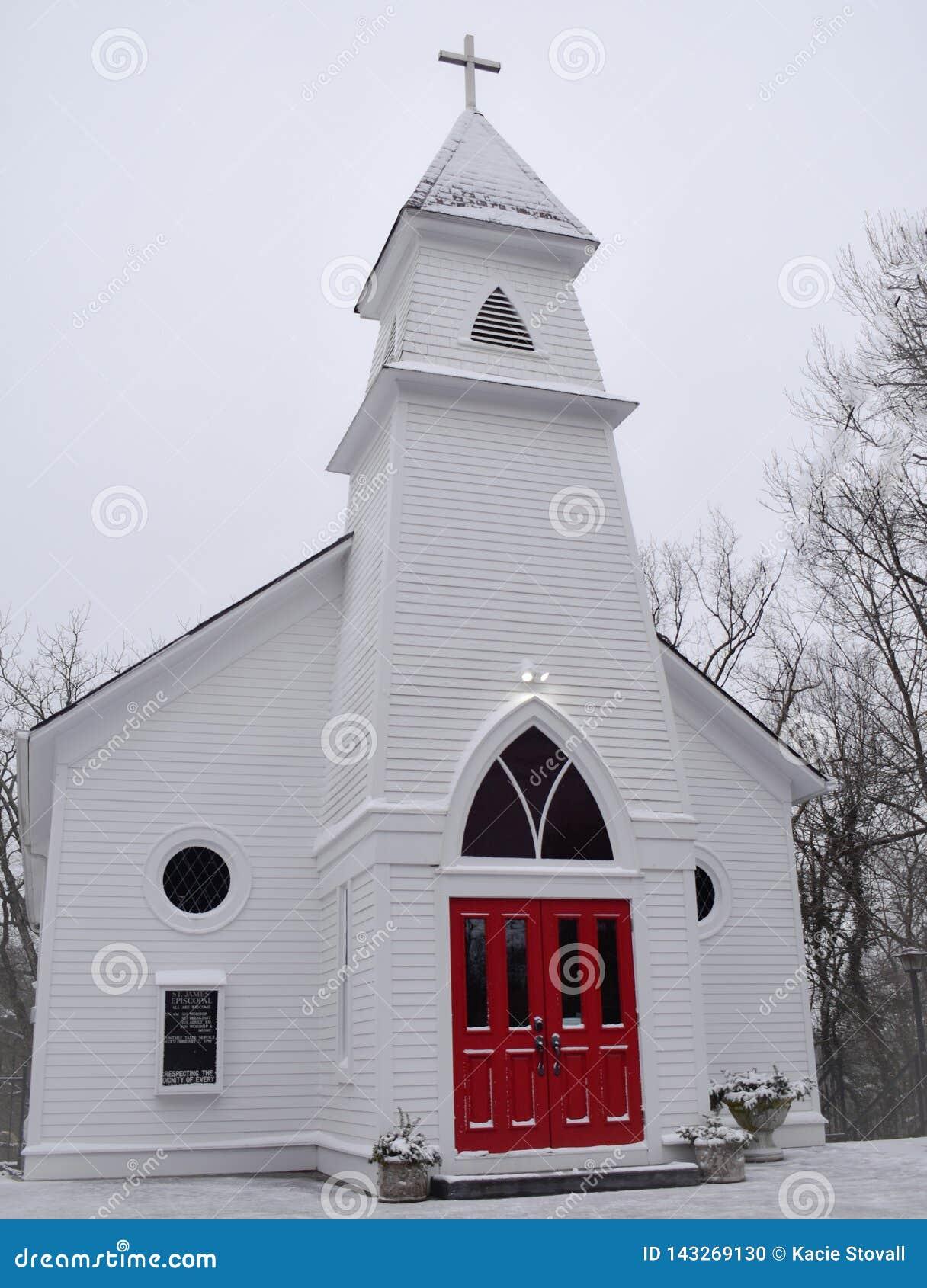 Iglesia roja de la puerta