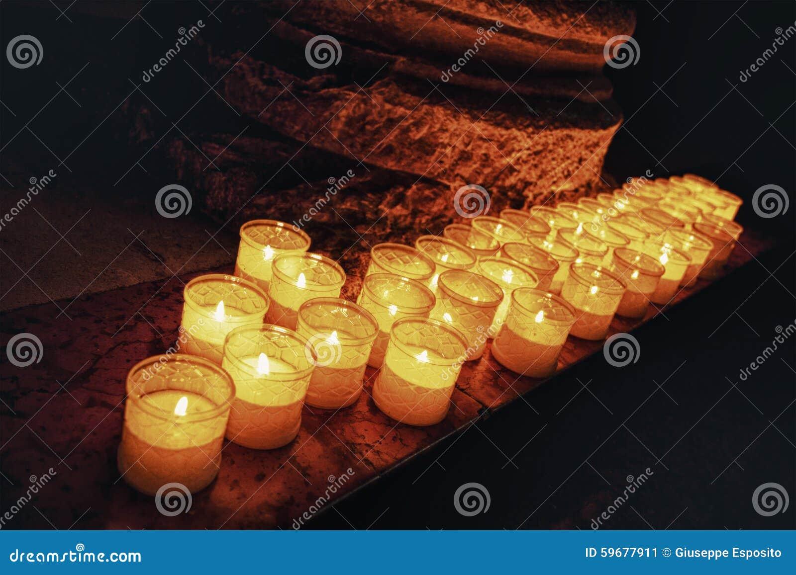 Igreja Chamas de vela ardentes