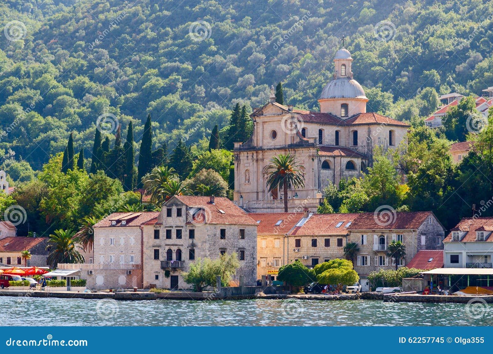 Igreja da natividade do Virgin, Prcanj, baía de Kotor, Montenegro
