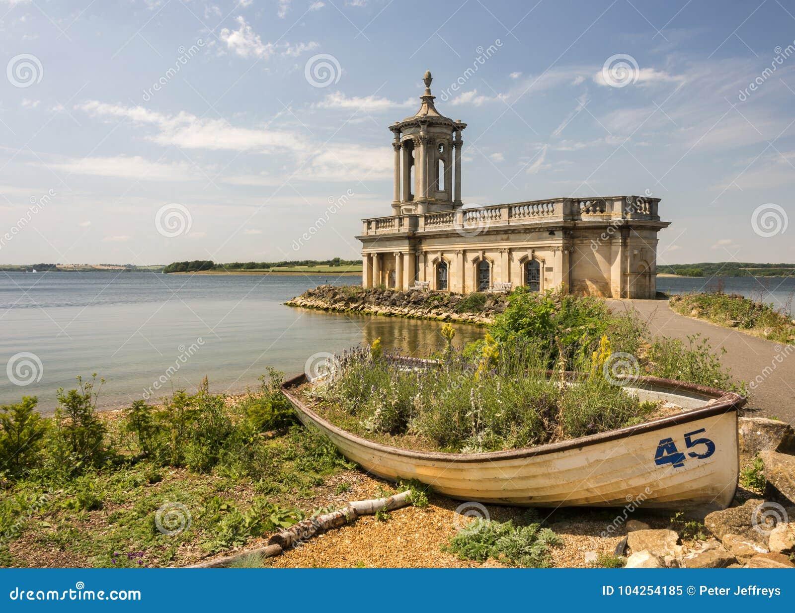 Igreja de Normanton na água de Rutland