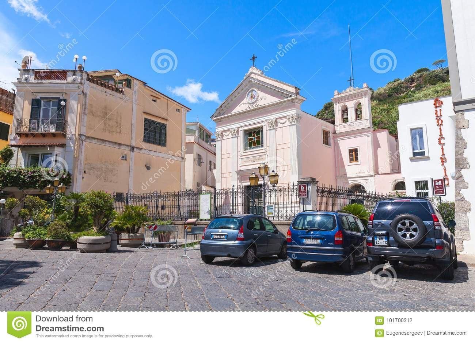 Igreja de Restituta de Saint, Lacco Amen