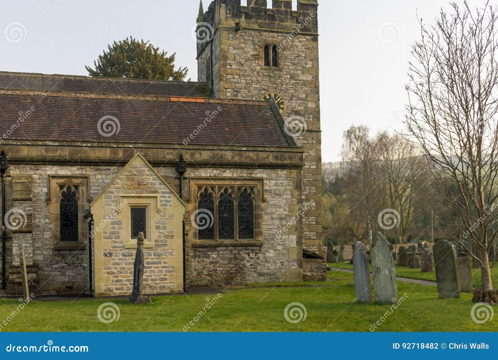 Igreja de trindade santamente Ashford na água
