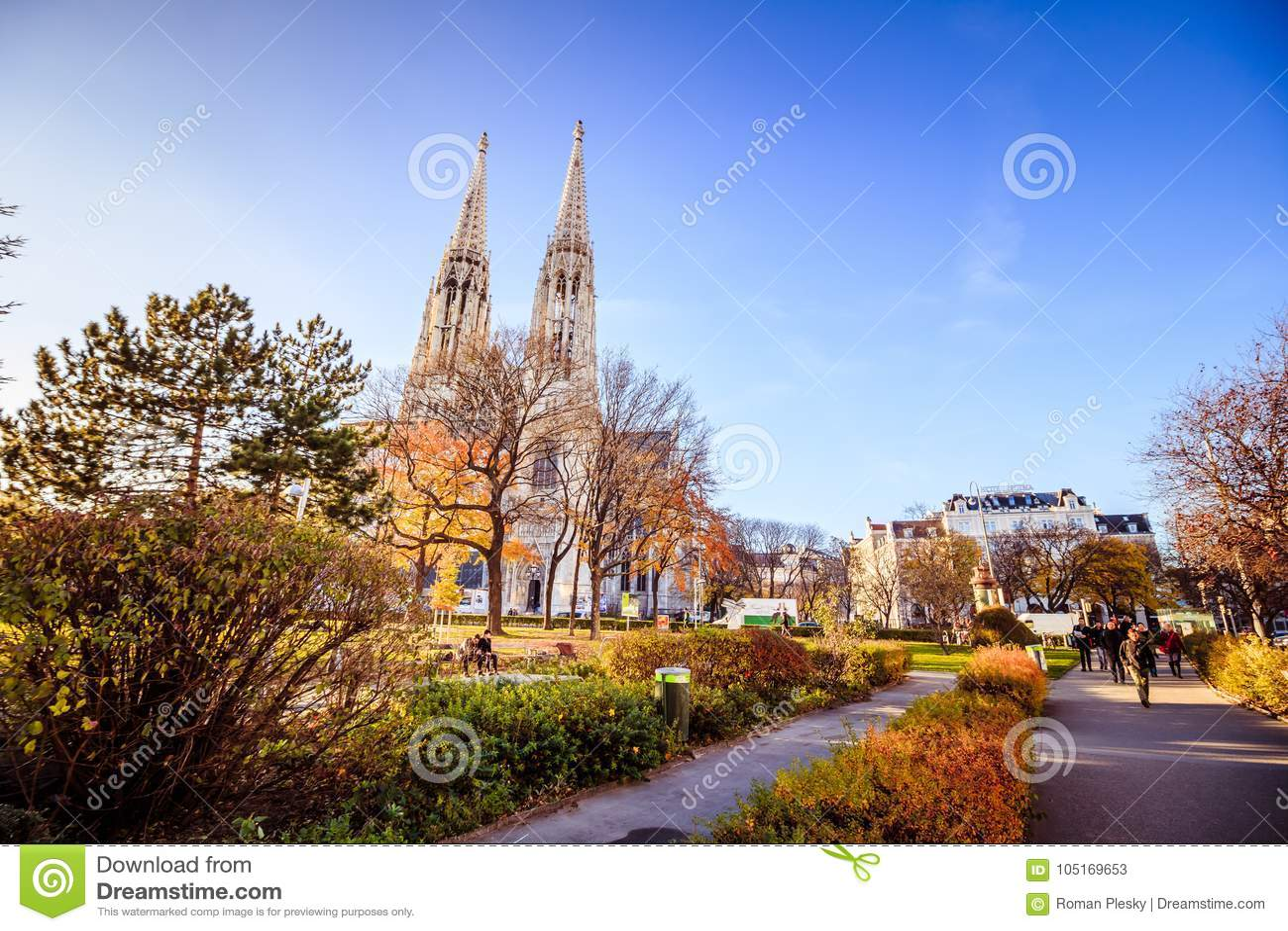 Igreja de Votiv em Sigmund Freud Park em Viena, Áustria