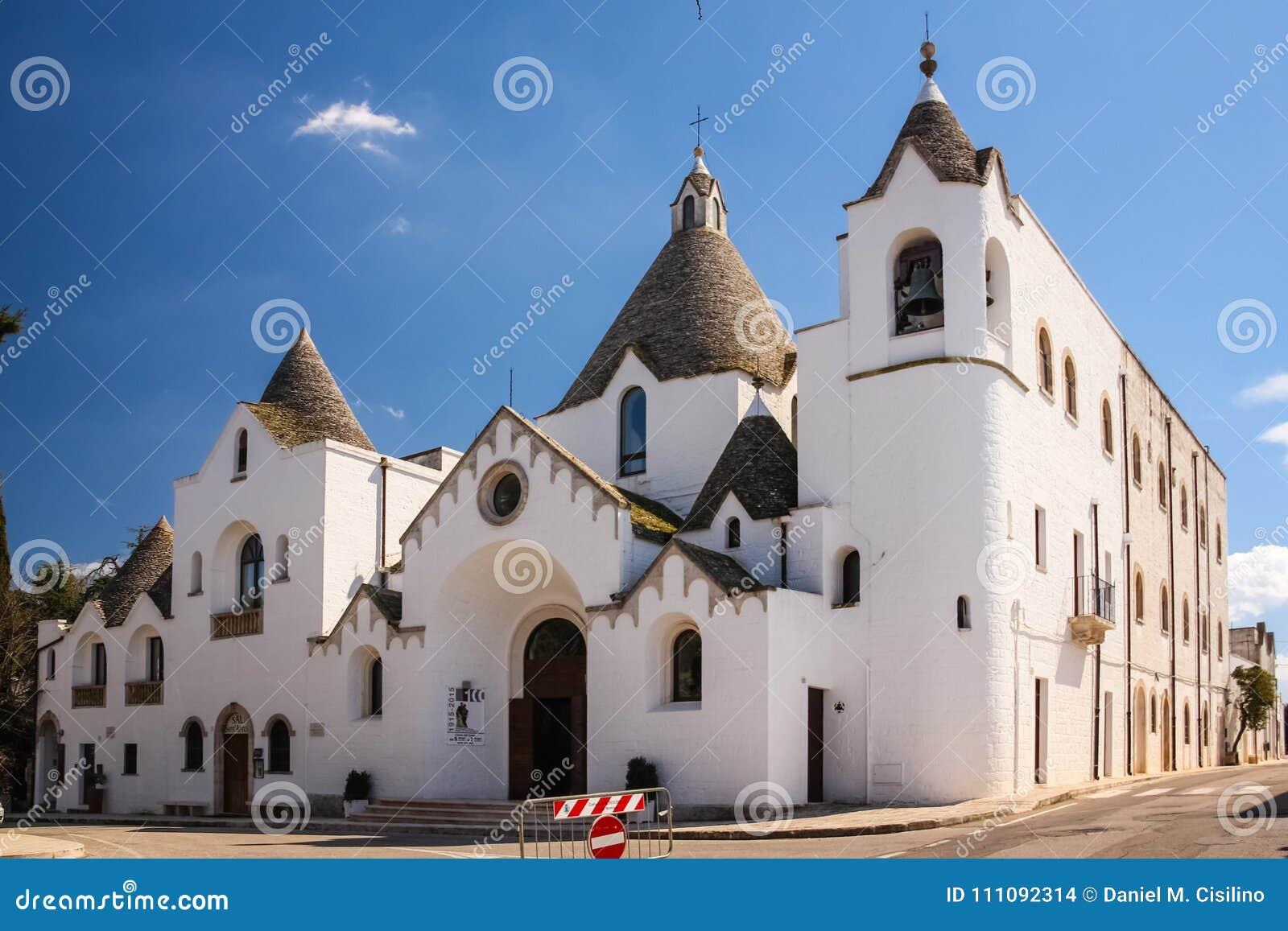 Igreja do ` Antonio da Padova de Sant, Alberobello, Itália Alberobello Apulia Italy