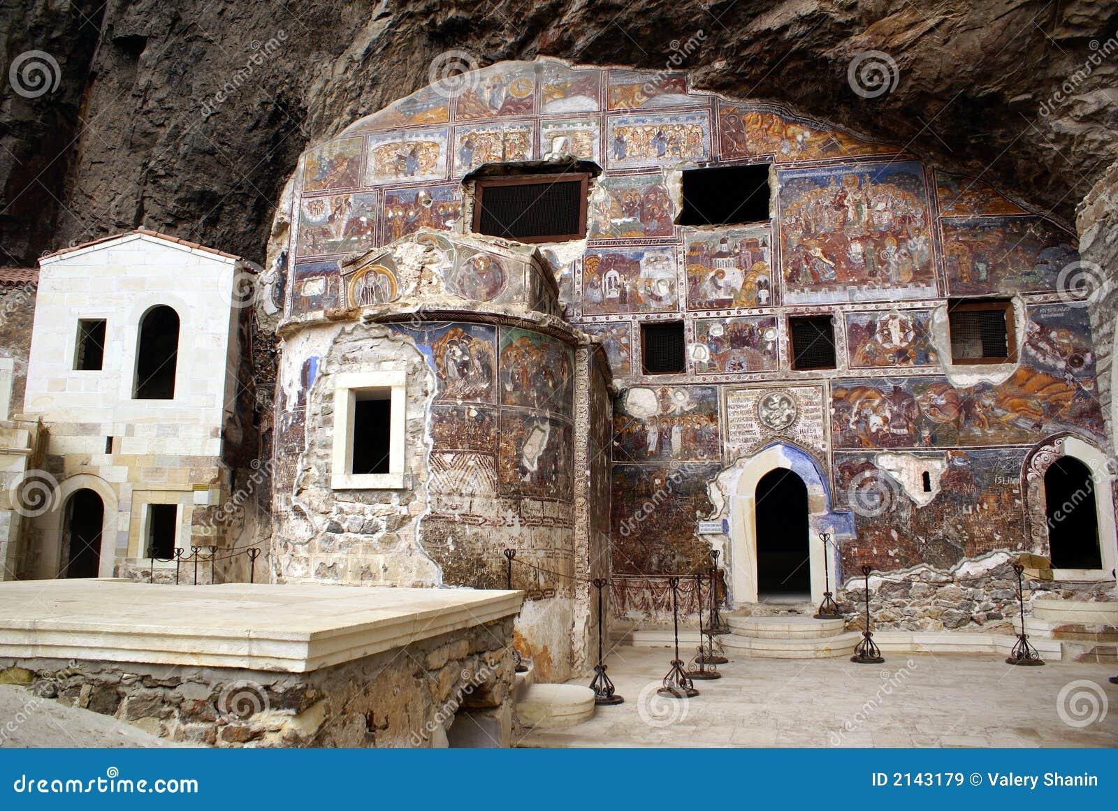 Igreja na caverna