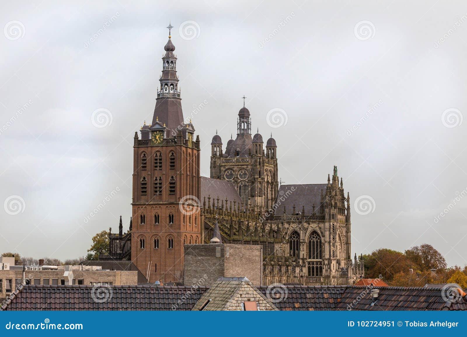 Igreja no bosch do antro nos Países Baixos