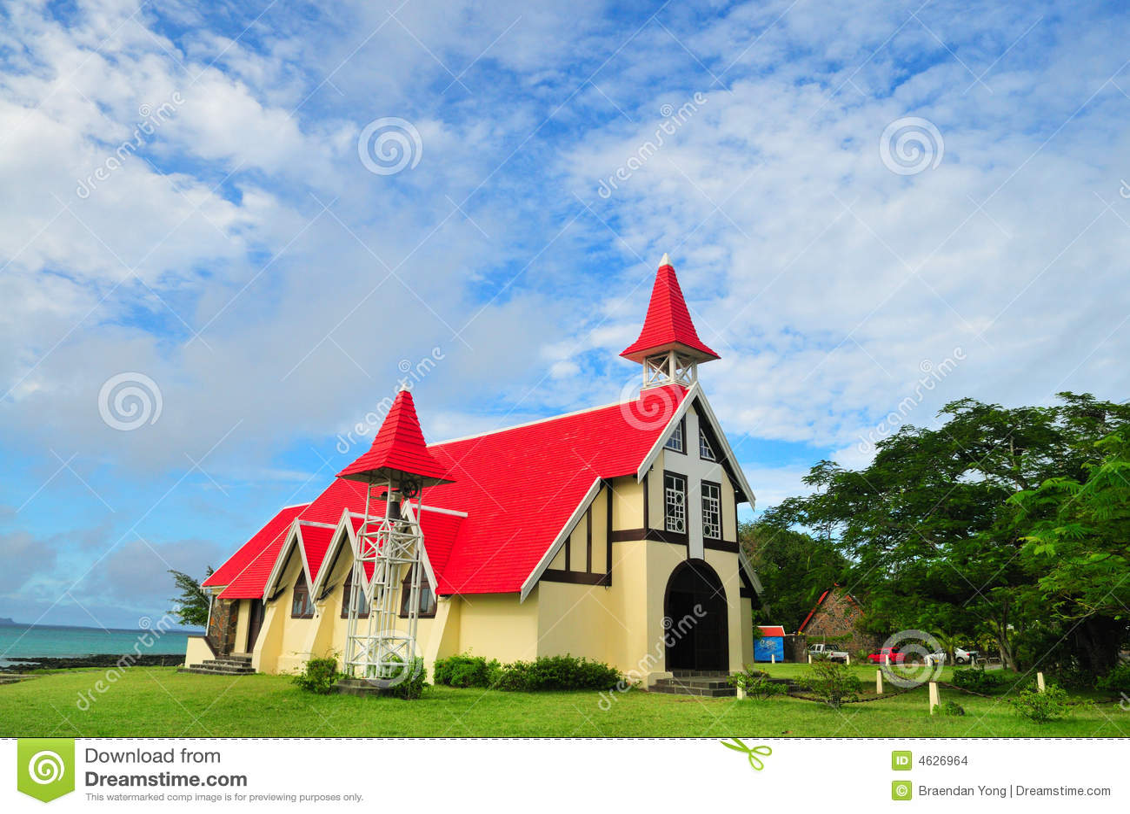 Igreja pelo mar