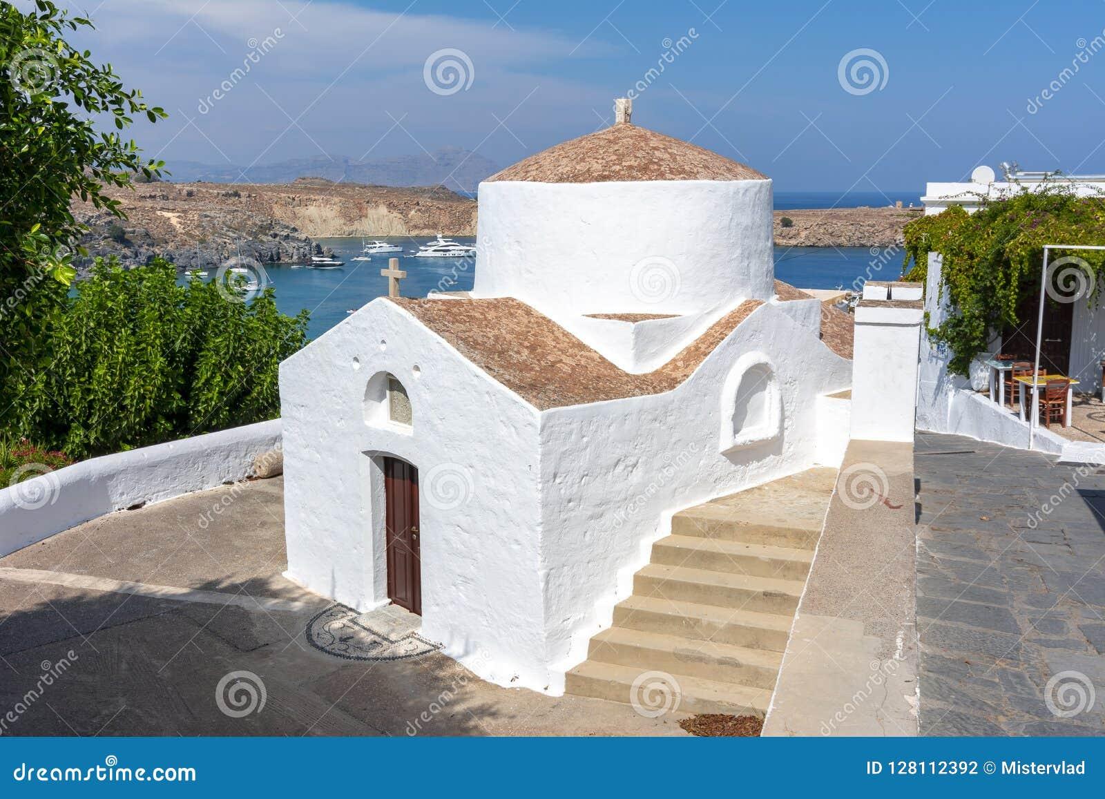 Igreja pequena em Lindos, ilha do Rodes, Grécia