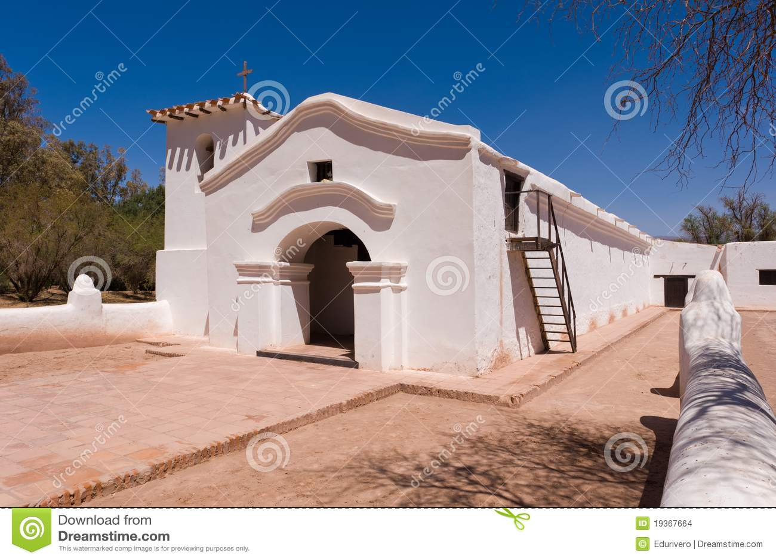 Igreja velha do adôbe em Argentina.