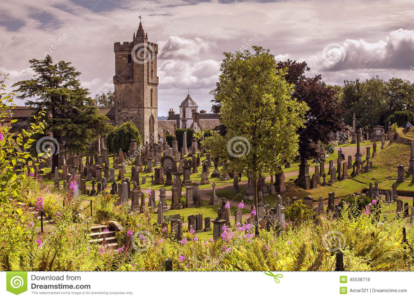 Igreja velha em um dia ensolarado
