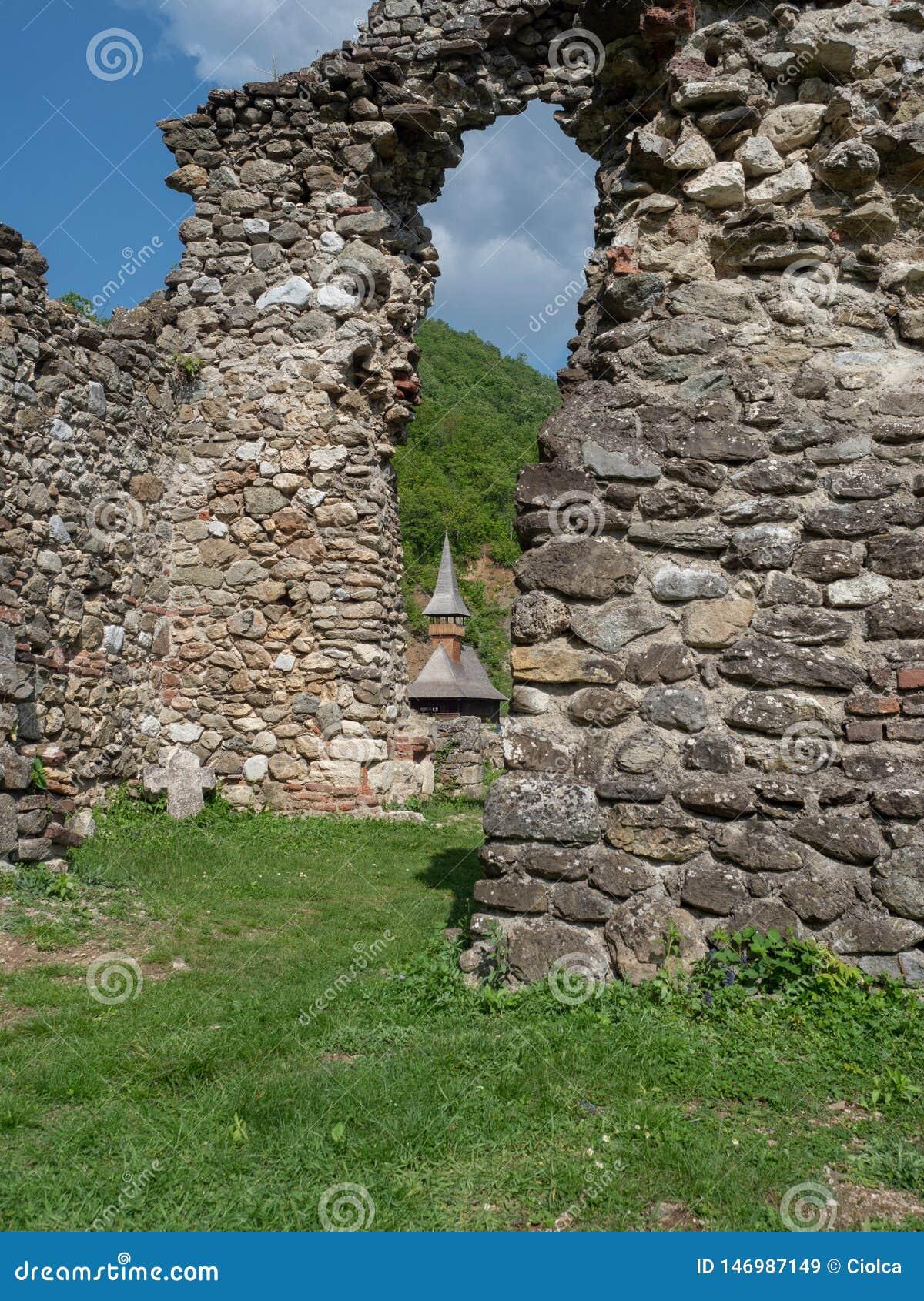 A igreja velha no monast?rio de Vodita, Rom?nia
