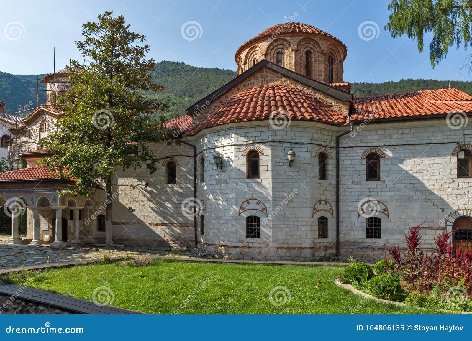 Igrejas velhas no monastério medieval de Bachkovo, Bulgária