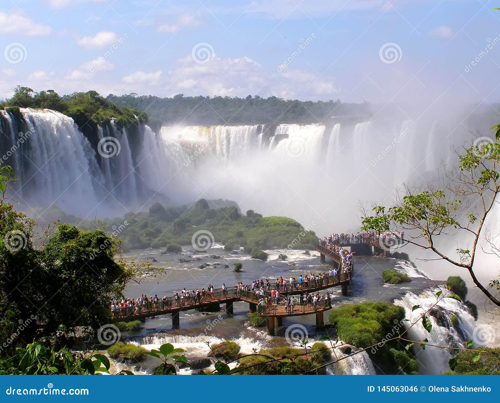 Iguazurivier, Brazilië 11 november 2016 Waterval op de Iguazu-Rivier op de grens van Argentinië en Brazilië