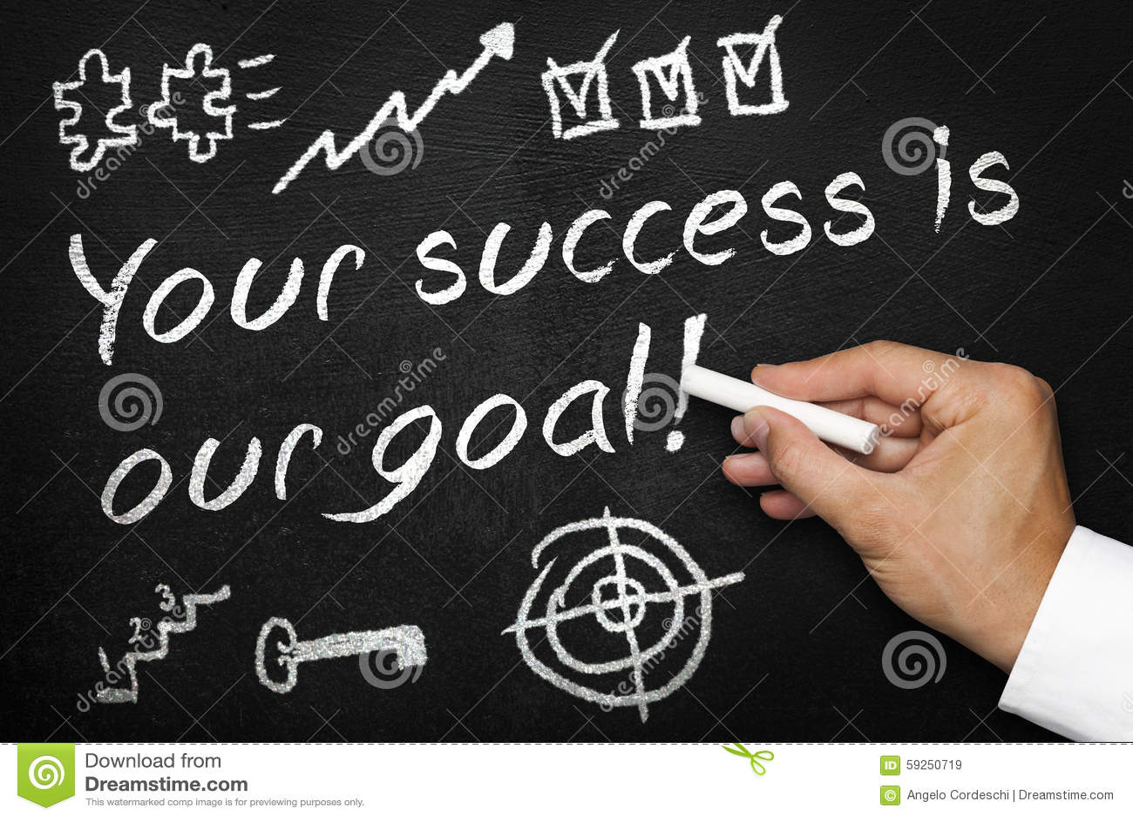 Ihr Erfolg ist unser Ziel Tafel oder Tafel mit der Hand und Kreide