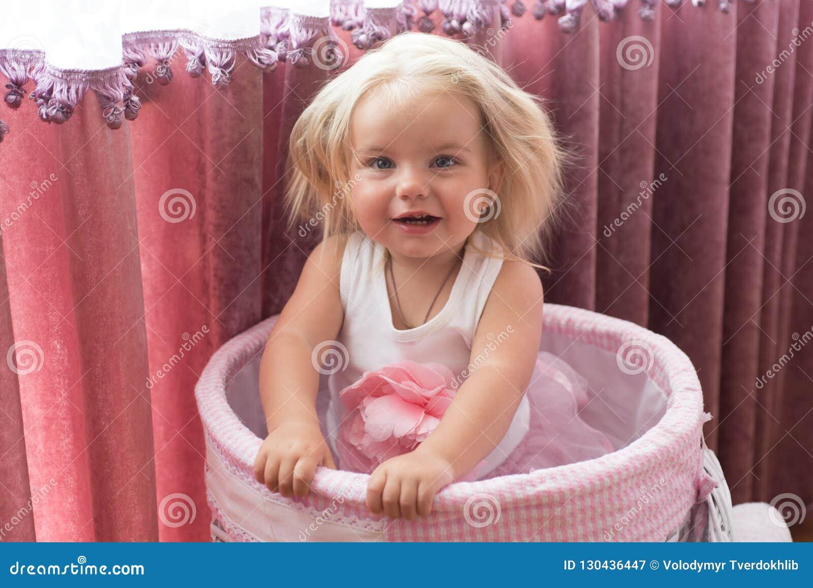 In Ihrer Eigenen Art Friseursalon Für Kinder Wenig Mädchen Mit
