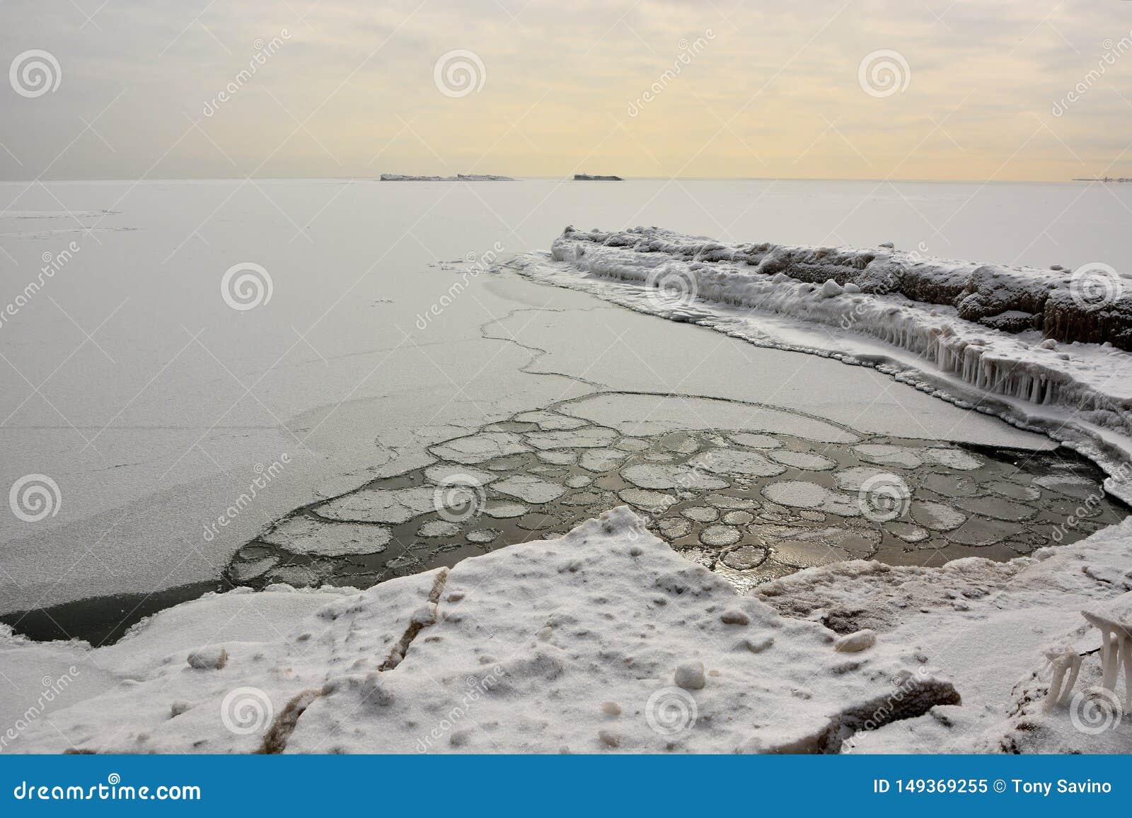 Ijsbergen en Ijscirkels op Meer Michigan