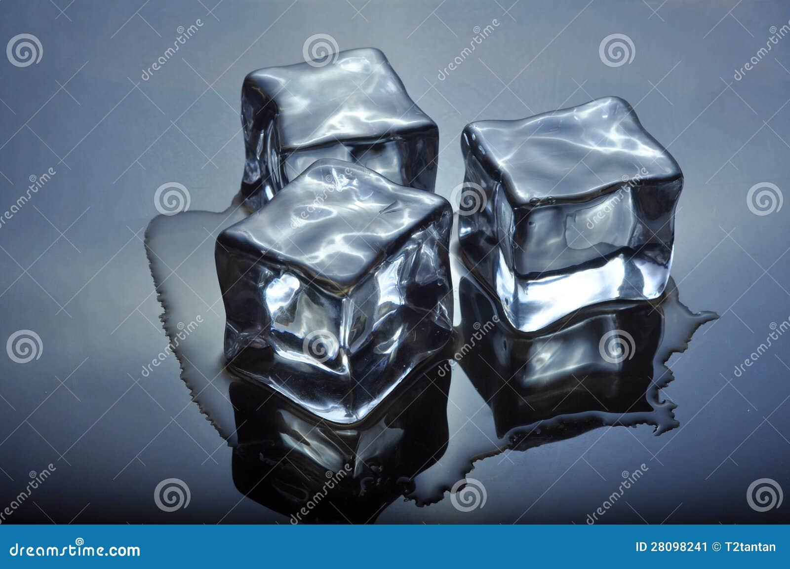ijsblokjes die op glas smelten stock afbeelding afbeelding 28098241. Black Bedroom Furniture Sets. Home Design Ideas