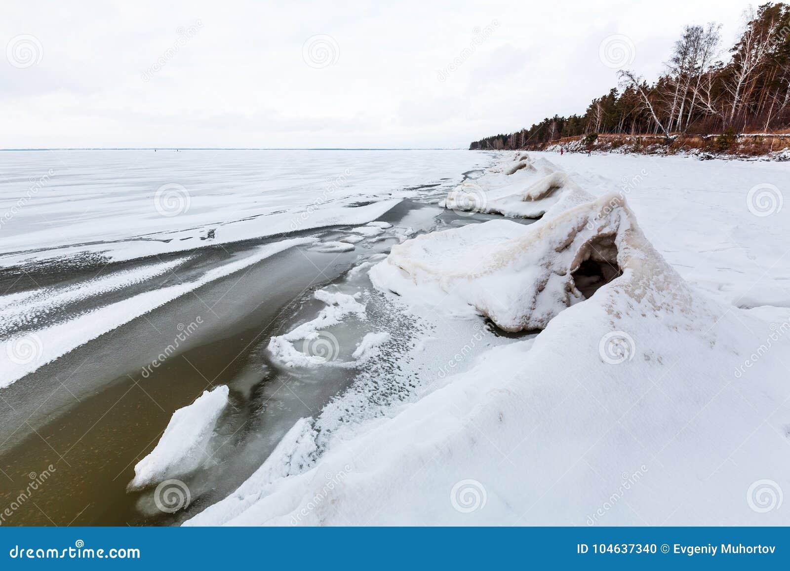 Download Ijspiramide Op De Rivier De Ob-Rivier, Siberië Stock Foto - Afbeelding bestaande uit rivier, d0: 104637340