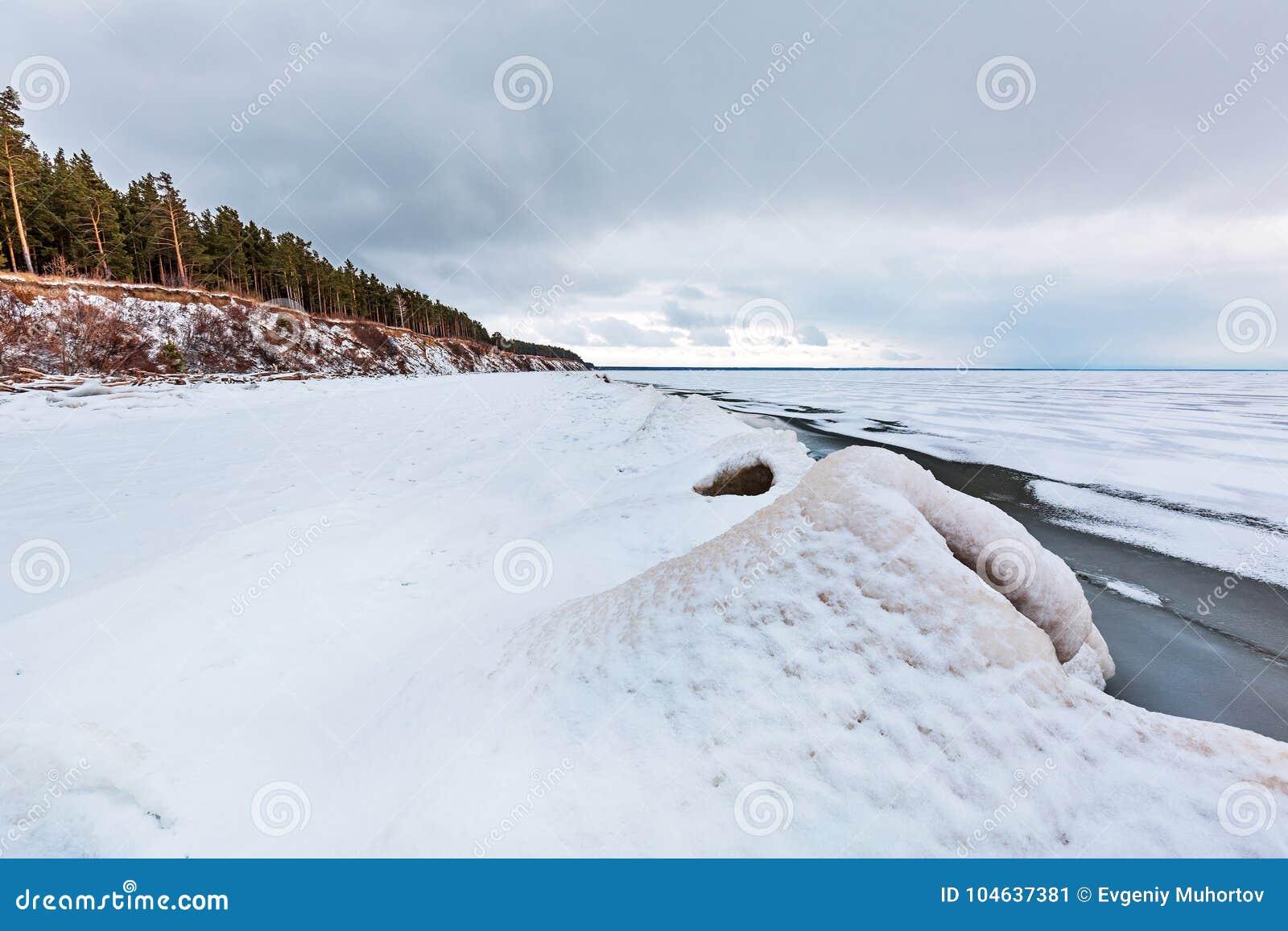 Download Ijspiramide Op De Rivier De Ob-Rivier, Siberië Stock Afbeelding - Afbeelding bestaande uit rusland, nave: 104637381