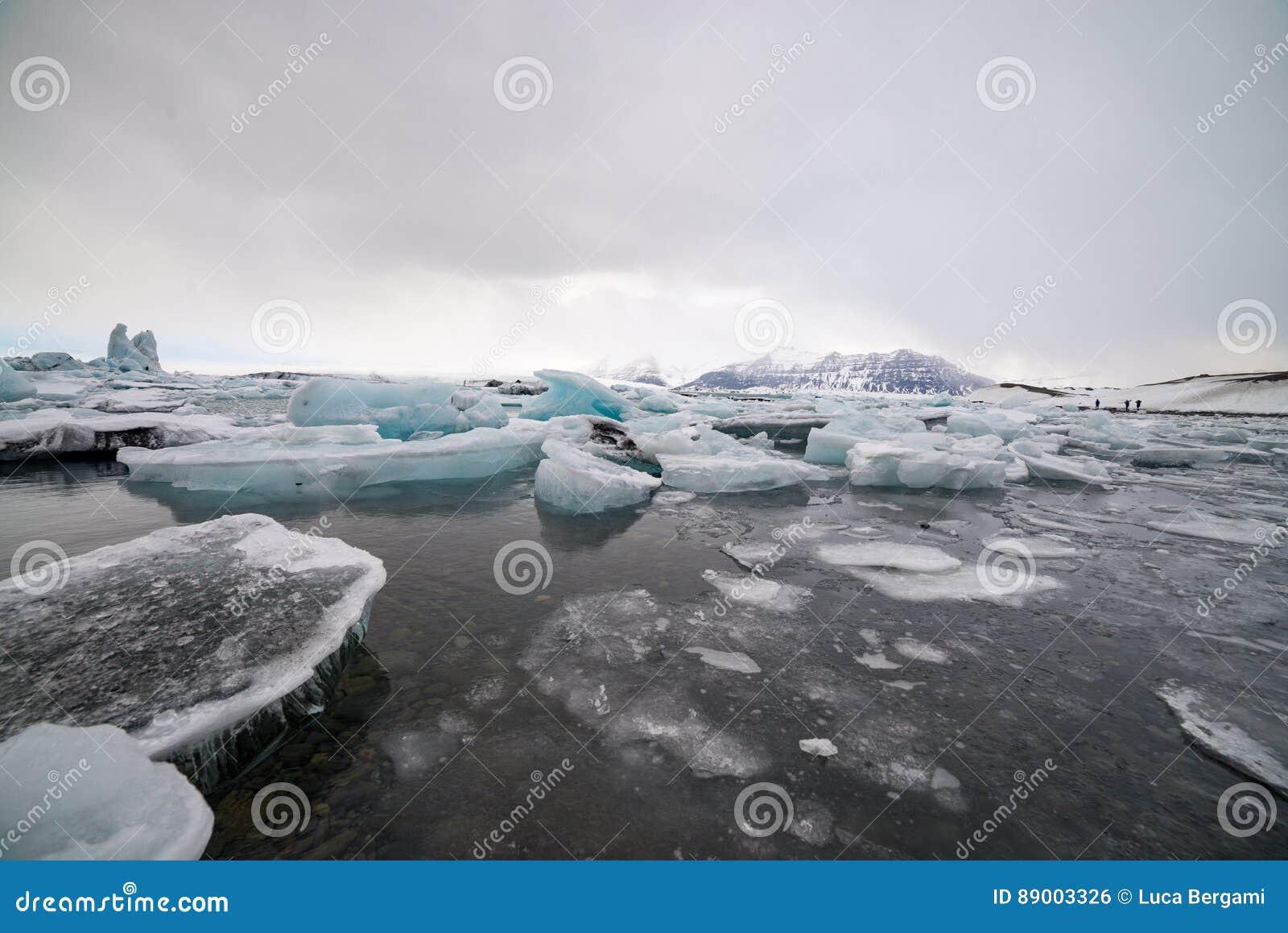 341421d4b60 Ijsstrand, IJsland, Blauwe Kleur Stock Foto - Afbeelding bestaande ...