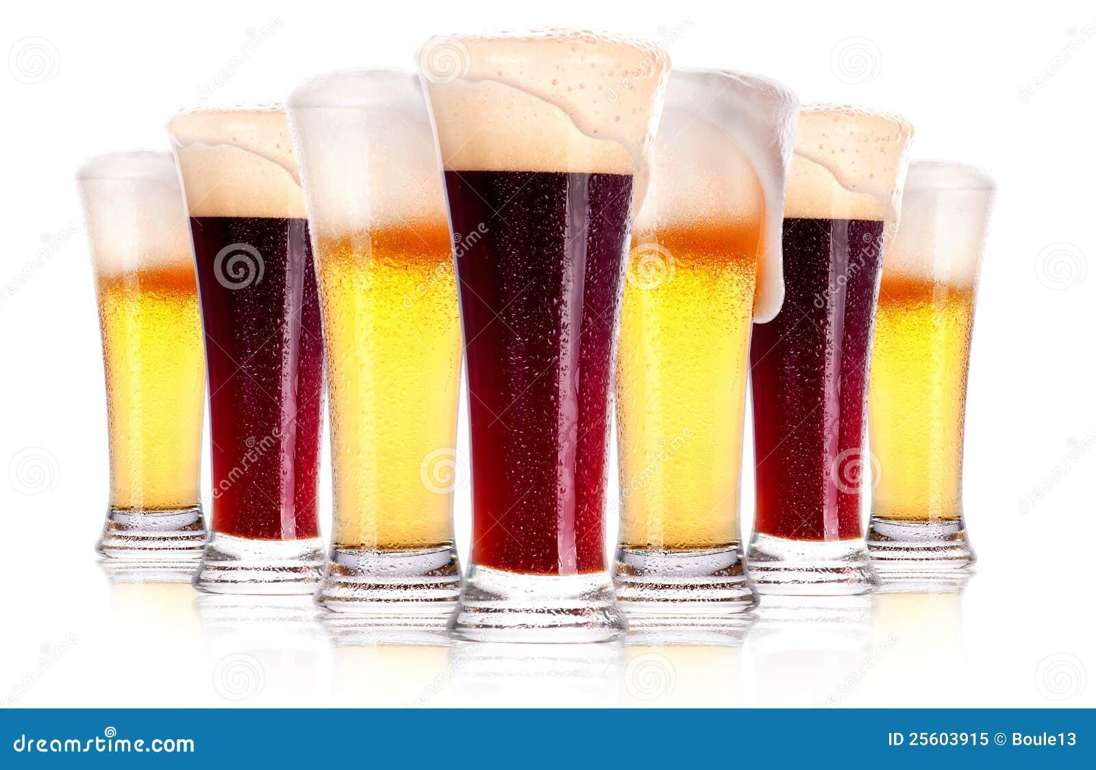 Ijzig glas donker en licht bier