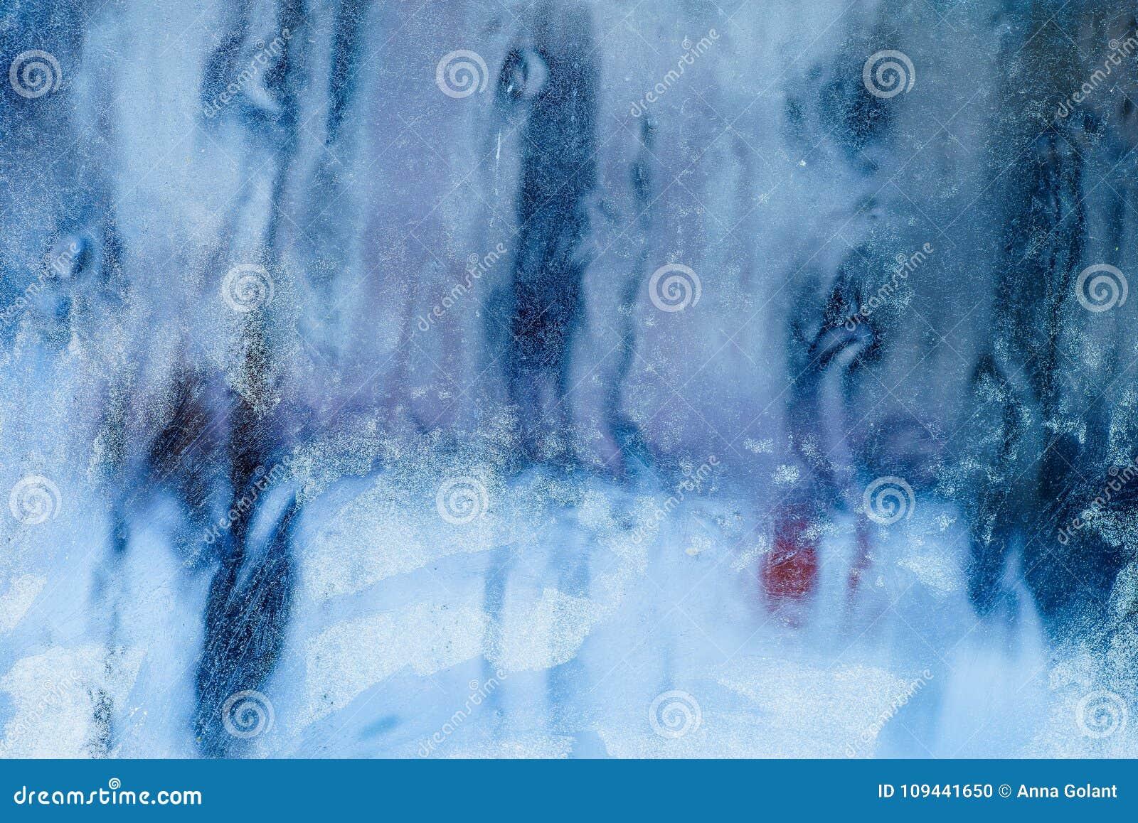 Ijzig patroon op het venster Mooie natuurlijke achtergrond Het thema van de winter Close-up