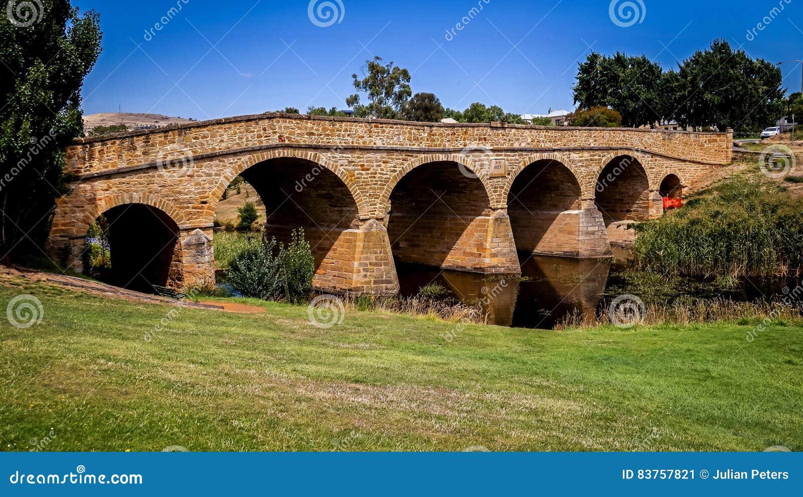 Ikonenhafte Richmond Bridge am hellen sonnigen Tag Tasmanien, Australien