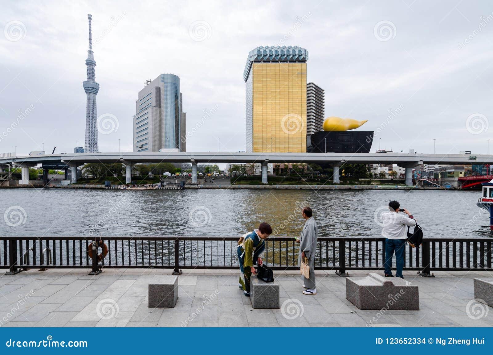Ikonowi budynki jak widzieć od Sumida parka